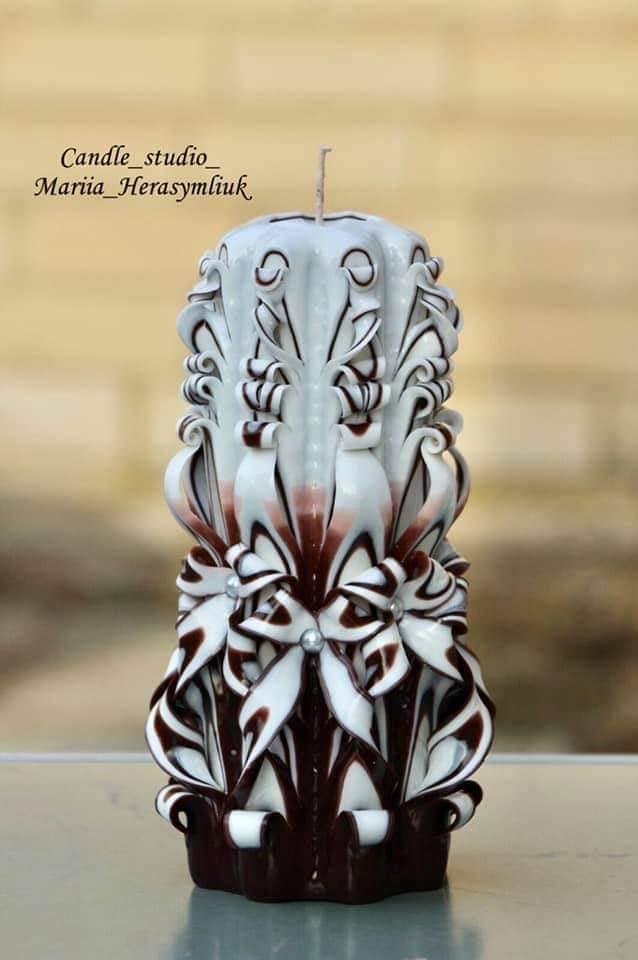 Блакитна свічка міні .Різьблена свічка У84, виготовлена вручну з високоякісного харчового парафіну П-2 у студії Марії Герасимлюк. Червоний, зелений, жовтий, білий, фіолетовий, рожевий, синій, коричневий та інші кольори