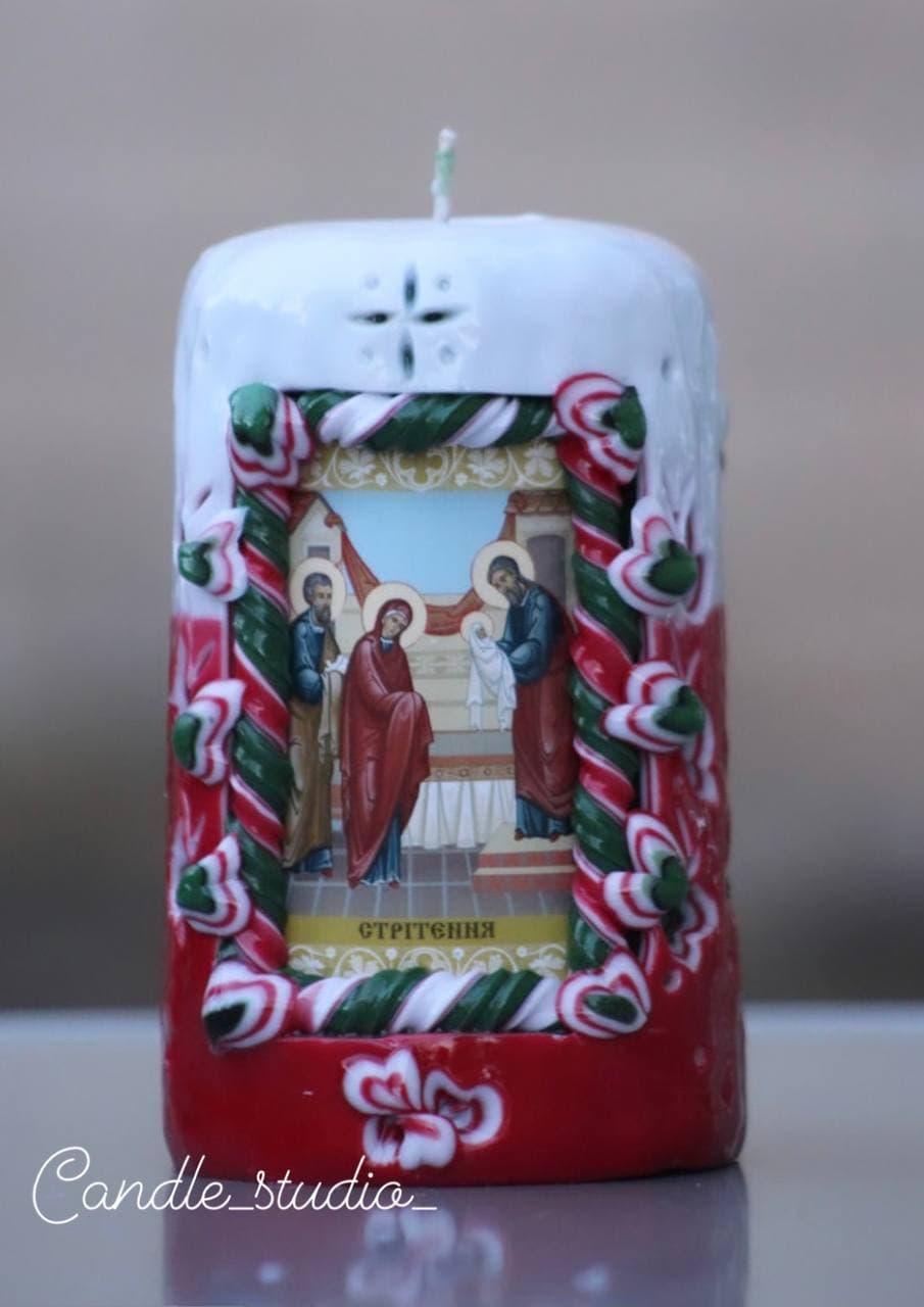 Весільна різьблена свічка ручної роботи.Різьблена свічка У1, виготовлена вручну з високоякісного харчового парафіну П-2 у студії Марії Герасимлюк. Червоний, зелений, жовтий, білий, фіолетовий, рожевий, синій, коричневий та інші кольори